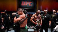 Kamaru Usman obhájil mistrovský pás organizace UFC.