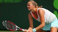 Česká tenistka Petra Kvitová během zápasu se Srbkou Anou Ivanovičovou.