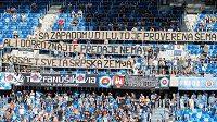 Politicky motivovaný vzkaz fanoušků Slovanu Bratislava uveřejněný během 2. předkola Evropské ligy.