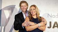 Hokejista Jakub Voráček se svou sestrou Petrou Klausovou představili nadaci, která bude pomáhat lidem s roztroušenou sklerózou.