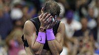 Slzy štěstí a dojetí nad ovacemi fanoušků přemohly na kurtu novopečeného šampiona US Open Rafaela Nadala.