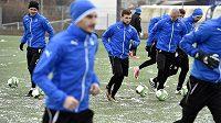 Fotbalisté FK Teplice zahájili 3. ledna tréninkem na umělém trávníku v Ústí nad Labem zimní přípravu. Zleva vzadu jsou Tomáš Kučera, Daniel Trubač a Adam Kučera.
