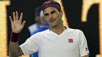 Roger Federer zdraví fanoušky.