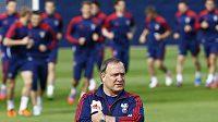 Kouč Dick Advocaat na tréninku ruské reprezentace v Polsku