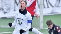 Lukáš Železník jako kapitán Mladé Boleslavi oslavuje svůj gól ve finále Tipsport ligy proti Pardubicím.