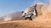 Martin Kolomý s tatrou na trati 8. etapy Rallye Dakar.