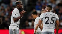 Kde byla chyba? Jako kdyby říkal záložník Manchesteru United Paul Pogba spoluhráči Antoniu Valenciovi po bezbrankovém zápase s West Hamem.