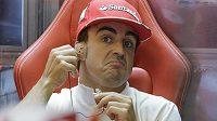 Nikdo se nemůže divit, že Fernando Alonso ztrácí s Ferrari trpělivost...