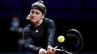 Česká tenistka Karolína Muchová v akci na turnaji ve Stuttgartu.