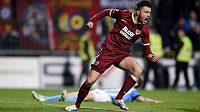Václav Kadlec ze Sparty oslavuje gól na 1:1 během utkání v Mladé Boleslavi.