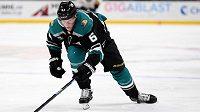 Hokejový obránce Andrej Šustr ještě v NHL v dresu Anaheimu.
