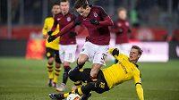 Zimní posila Sparty Josef Šural a Lukas Piszczek z Dortmundu během přípravného utkání.