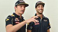 Max Verstappen (vlevo) a Daniel Ricciardo.