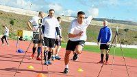 Čeští fotbaloví rozhodčí absolvují během přípravy na Kypru i kondiční testy.