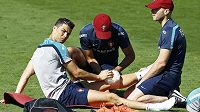 Cristiano Ronaldo má opět problémy. Zraněné koleno musel znovu ledovat.