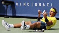 Radost španělského tenisty Rafaela Nadala po finálovém vítězství nad Američanem Johnem Isnerem.