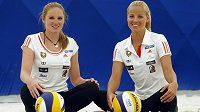 Plážové volejbalistky Kristýna Kolocová (vlevo) s Markétou Slukovou.