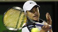Andy Roddick v utkání s Rogerem Federerem.