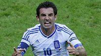 Řek Karagunis se raduje z branky proti Rusům, která Řekům zajistila postup do čtvrtfinále.