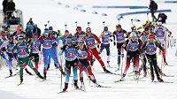 Úvodní podnik Světového poháru v biatlonu a smíšená štafeta dvojic.