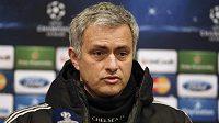 Trenér Chelsea José Mourinho na tiskové konferenci před úvodním osmifinálovým zápasem Ligy mistrů s týmem Galatasaray Istanbul.