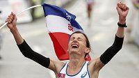 Christelle Daunay se raduje z vítězství v maratónu na ME v atletice v Curychu.