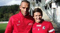 Fotbalisté Freiburgu Pavel Krmaš (vlevo) a Václav Pilař.