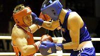 Finále Velké ceny Ústí nad Labem v boxu - ve váze do 64 kg zvítězil 15:9 na body Zorigtbaatar Enkhzorig z Mongolska (vpravo) nad Zdeňkem Chládkem z ČR.