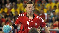 Filip Jícha ve výskoku v utkání proti Černé Hoře.