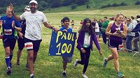 Hoteliér Paul Sahota může být spokojen, právě dokončil maratón s pořadovým číslem 100!
