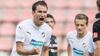 Góóól! Útočník Viktorie Plzeň Marek Bakoš oslavuje svoji trefu z penalty.