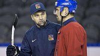 Zleva trenér Josef Jandač a Tomáš Plekanec na tréninku. Co vymyslí před zápasem s Francií?