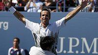 Radek Štěpánek v objetí Leandra Paese po triumfu na US Open.