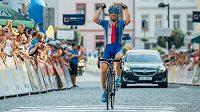 Leopold König slaví triumf ve třetí etapě Czech Cycling Tour.