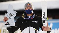 Alexis Pinturault s trofejí pro vítěze obřího slalomu v Alta Badii.