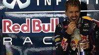 Sebastian Vettel má důvod k úsměvu. Se svou přítelkyní čeká první dítě.