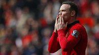 Wayne Rooney slaví svůj druhý gól proti Aston Ville.