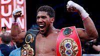 Král těžké váhy Anthony Joshua chce v červnu boxovat v Londýně.