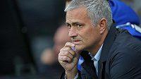José Mourinho neprožívá jednoduché období na lavičce Chelsea.
