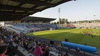 Na úvodní trénink národního týmu v dějišti mistrovství Evropy zavítaly odhadem čtyři tisícovky fanoušků.