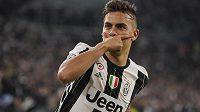 Paulo Dybala se raduje z gólu Juventusu v utkání čtvrtfinále Ligy mistrů s Barcelonou.