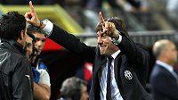 Antonio Conte se raduje na lavičce Juventusu z návratu na italský ligový trůn.