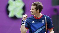Britský tenista Andy Murray se raduje po postupu do semifinále přes Nicolase Almagra.