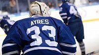Brankář David Ayres si užil nečekanou slávu v NHL, teď na něj doma střílí z pistole manželka.