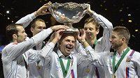 Vítězný český tým se slavnou salátovou mísou...