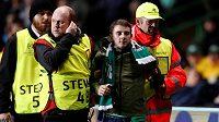 Fanoušek Celtiku vtrhl během utkání Ligy mistrů proti PSG na trávník. Chtěl nakopnout jednu z hvězd francouzského týmu, ale minul. Pak skončil v péči strážců pořádku, kteří jej odvedli ze hřiště.
