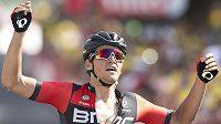 Belgický cyklista Greg van Avermaet se raduje z vítězství ve 13. etapě Tour de France.