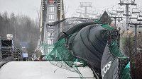 Vítr vydatně zasáhl do závodů v letech na lyžích v Harrachově.