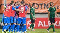 Fotbalisté Viktorie Plzeň oslavují gól na 2:1 během utkání 8. kola Fortuna ligy v Příbrami.
