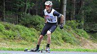Martin Jakš na kolečkových lyžích.
